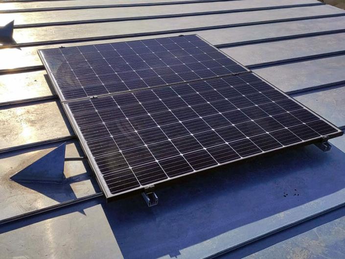 Maintenance de panneaux solaires en autoconsommation et surimposition avec joints debouts à Avrillé en Maine-et-Loire (49) - ARS Énergie - Modules photovoltaïques, panneaux solaires, énergies solaires, centrales, réparation, maintenance, installation, pose,...