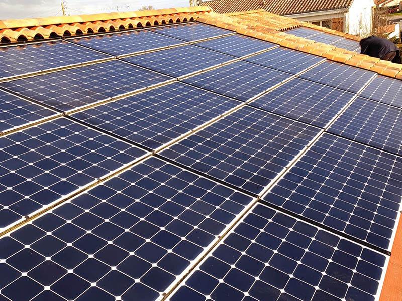 Dépose et repose suite à des infiltrations, réparation de panneaux solaires à Bellevigny en Vendée (85) - ARS Énergie - Modules photovoltaïques, panneaux solaires, énergies solaires, centrales, réparation, maintenance, installation, pose,...