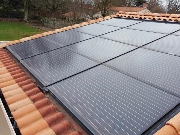 Pose de panneaux solaires sur toiture en tuiles à La Flocellière en Vendée (85) - ARS Énergie - Modules photovoltaïques, panneaux solaires, énergies solaires, centrales, réparation, maintenance, installation, pose,...