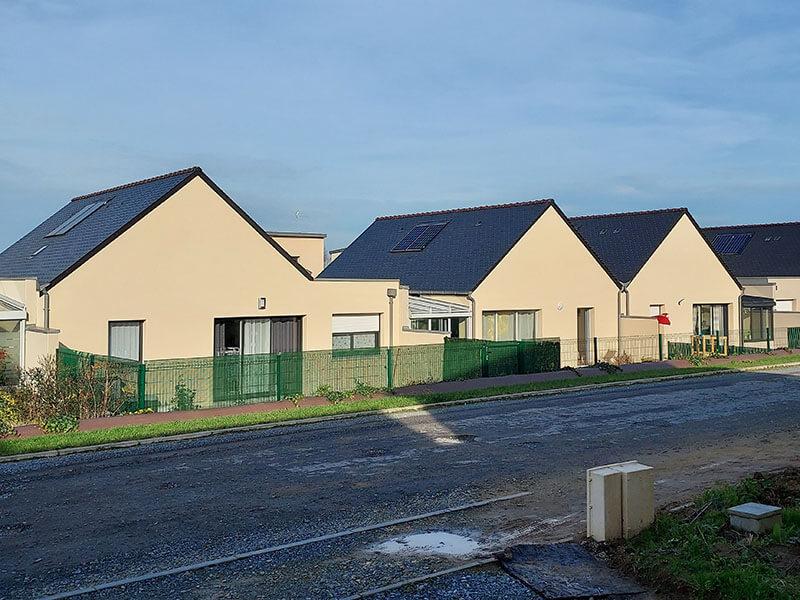 Installation et pose de panneaux solaires en autoconsommation sur toiture ardoise pour des résidences de collectivités en Vendée (85) - ARS Énergie - Photovoltaïque pour les entreprises, panneaux solaires, énergies solaires, centrales, réparation, maintenance, installation, pose,...