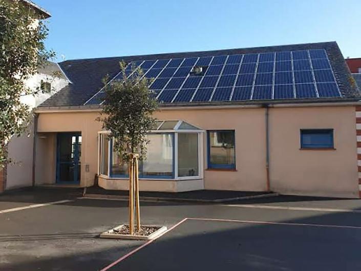 Installation et pose de panneaux photovoltaïques en autoconsommation sur toiture pour un groupe scolaire - ARS Énergie - Photovoltaïque pour les entreprises, panneaux solaires, énergies solaires, centrales, réparation, maintenance, installation, pose,...